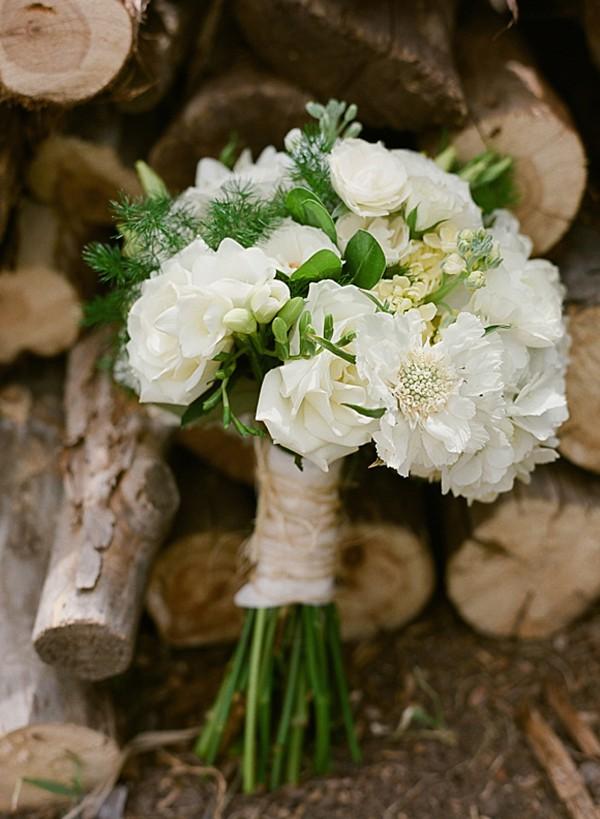 Romantic white wedding bouquet | Dunton Hot Springs Wedding |Laura Murray-0003