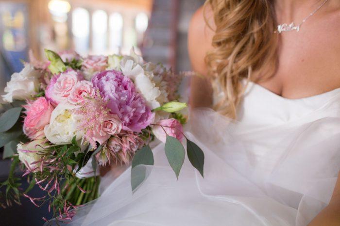 10 Bouquet | Keystone Colorado Wedding Mathew Irving Photography | Via MountainsideBride.com