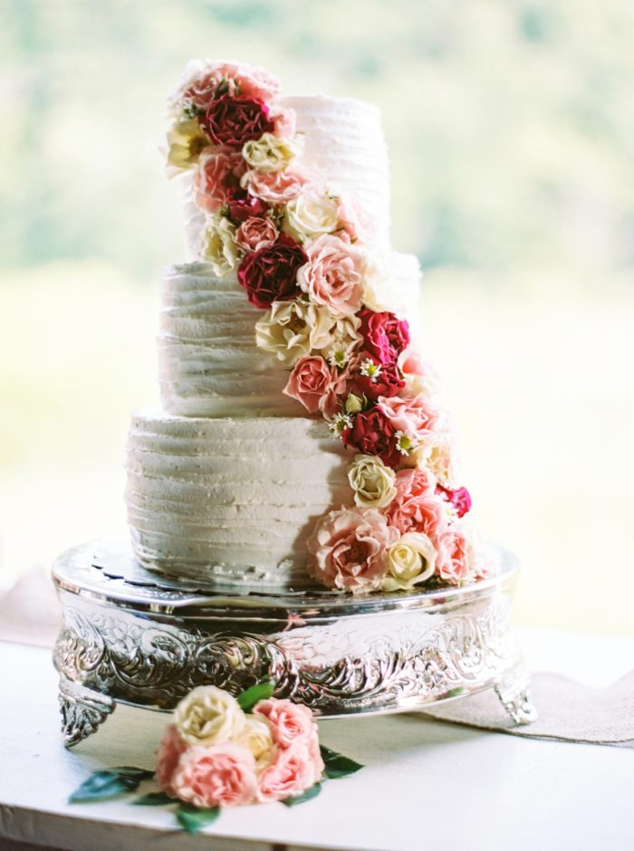 Wedding Cake With Roses | Pure Water Farm Wedding Tennessee | JoPhoto | Via MountainsideBride.com