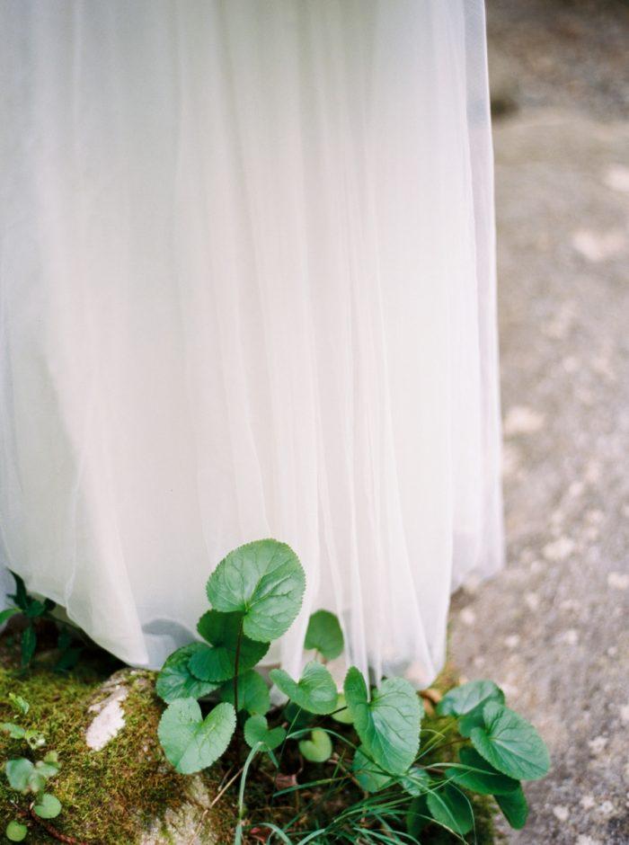 1 Spence Cabin Intimate Wedding | JoPhoto | Via MountainsideBride.com