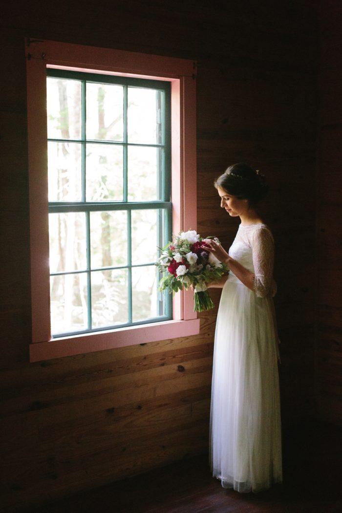 11 Spence Cabin Intimate Wedding | JoPhoto | Via MountainsideBride.com