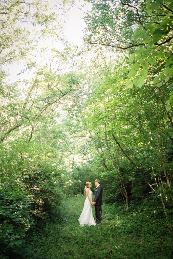 30 Kiss In The Woods Daras Garden Tennessee Wedding Jophoto Via Mountainsidebride Com