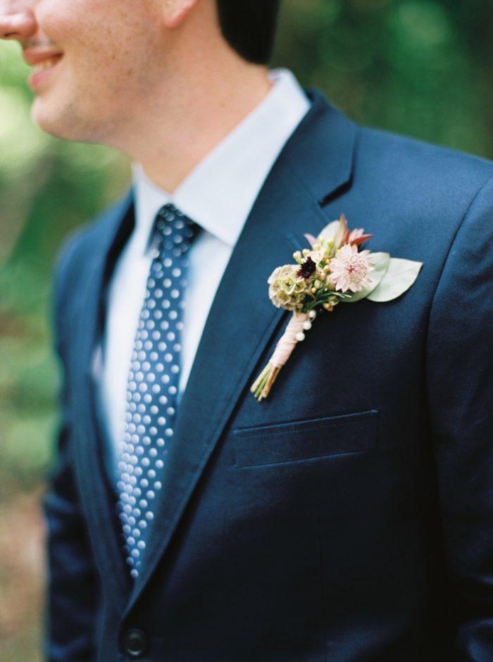 9 Spence Cabin Intimate Wedding | JoPhoto | Via MountainsideBride.com