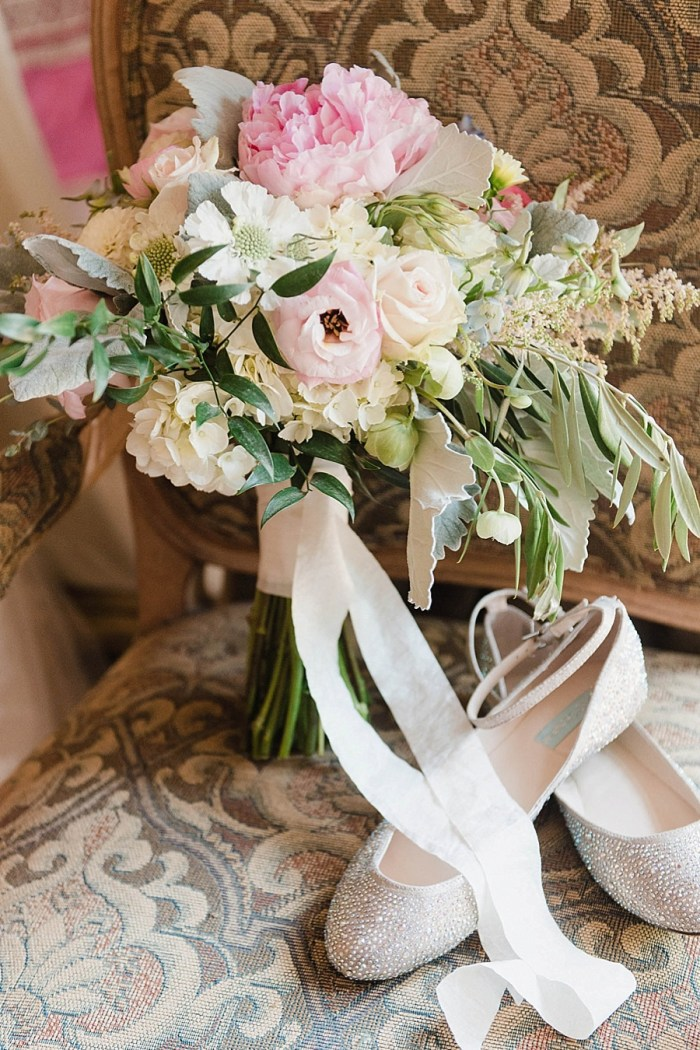 1 Bouquet 6 Sunshower Photography Via MountainsideBride.com