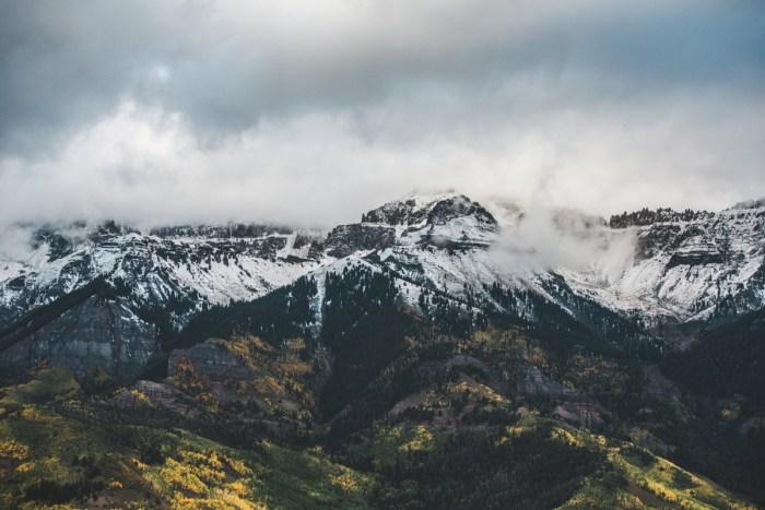 1 Telluride Winter Engagement Lyndsey Garber Photography Via Mountainsidebride.com