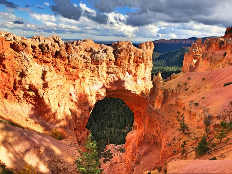 A red rock arch in Bryce Canyon National Park