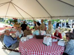 Guests enjoy the 2010 Spring Picnic