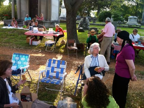 Association members MAry Fletcher Worthen and Kay Tatum confer at the 2012 Spring Picnic
