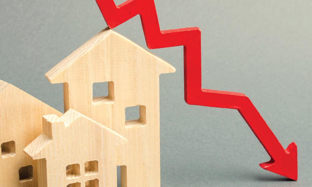Illustration for housing market:  interest rates drop