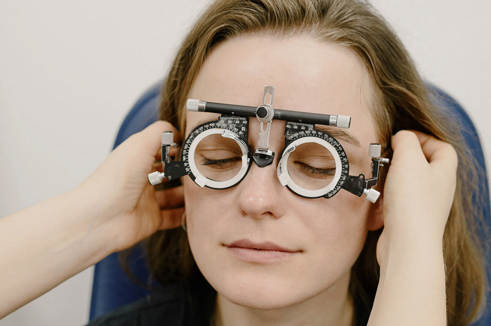 A young woman getting an eye exam. Photo by Ksenia Chernaya from Pexels.