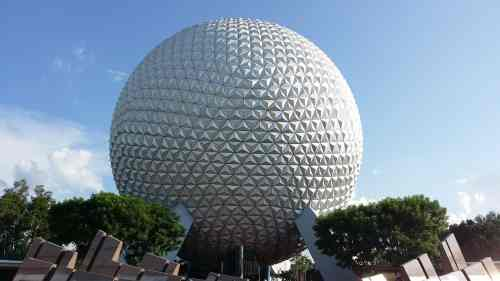 Walt Disney World is a big magical place filled with many attractions. As a Walt Disney World first timer, planning and coordinating your vacation, it is easy to forget the small things. Check out these great Walt Disney World Tips for first timers.
