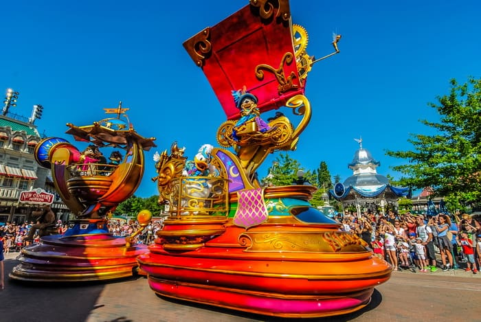 Disneyland Paris Rides & Attractions: The daytime parade