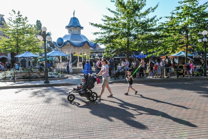 With the Disney stroller policy coming in place May 2019, here are the Double strollers that are still approved for Disney Vacations.