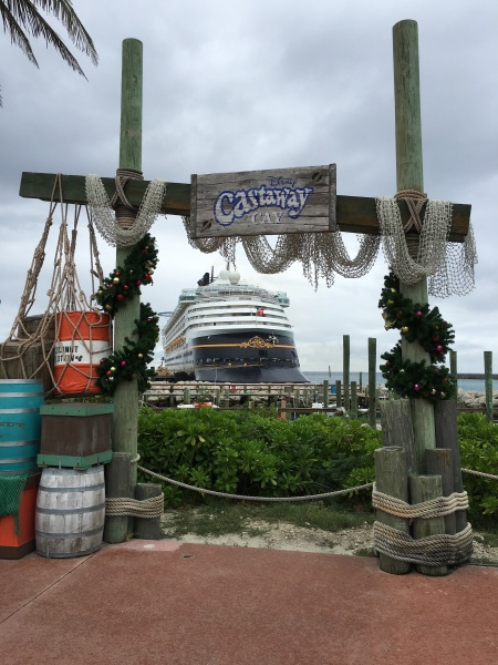 Castaway-Cay-Garland-Hung-with-Care
