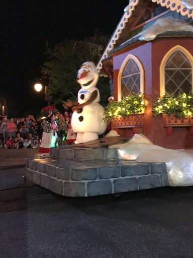 Mickey and minnie parade