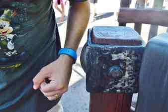 fastpass-magicband