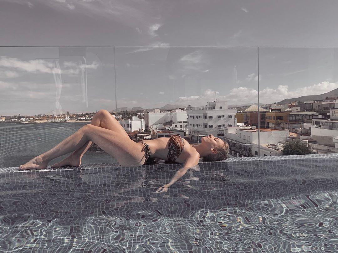Ester Expósito Su Colección de Bikinis Opciones Low Cost
