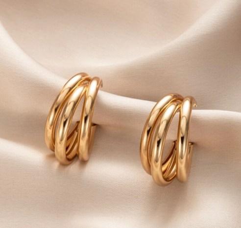 lo mejor en la bisutería  aritos de fantasía fina  ear cuff que están de moda  accesorios minimalistas en tendencia moda para este año