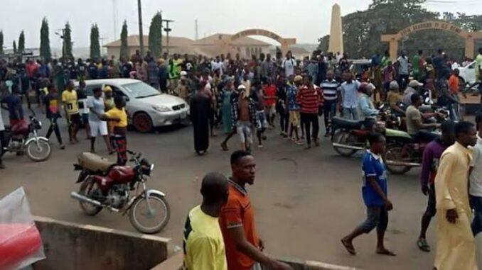 Pandemonium as popular monarch shot dead while addressing community members