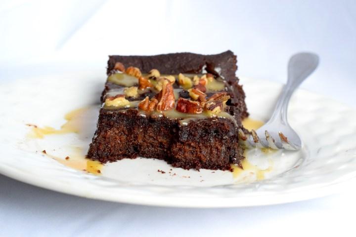 low carb chocolate turtles cake