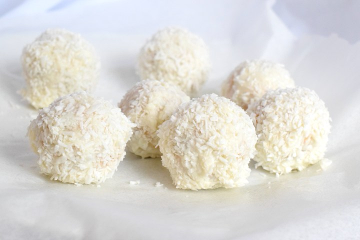 no bake keto coconut carrot cake balls