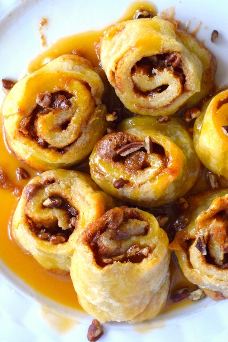 keto caramel pecan cinnamon rolls