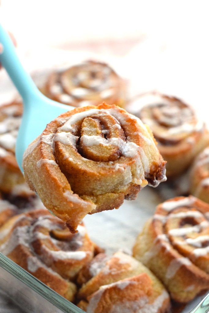 keto cinnamon rolls made with puff pastry