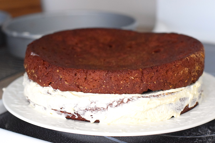 keto cake with frosting