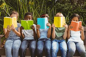 five kids reading outside