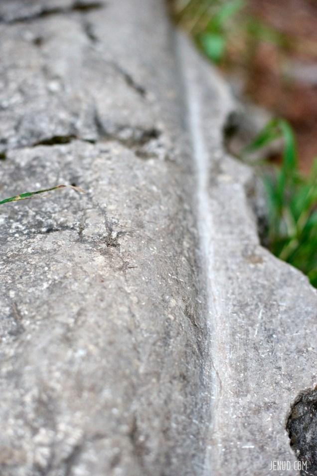 Wagenspuren im Stein