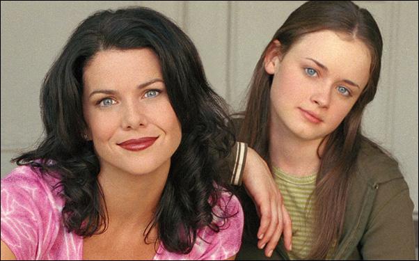 """Lauren Graham and Alexis Bledel in """"Gilmore Girls"""""""