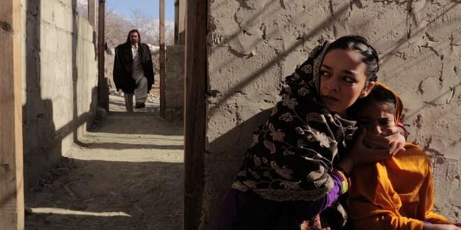 """Samiya Mumtaz and Saleha Aref in afia Nathaniel's """"Dukthar"""""""