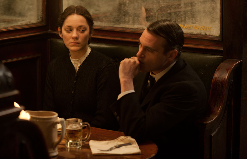 "Joaquin Phoenix and Marion Cotillard in ""The Immigrant"""