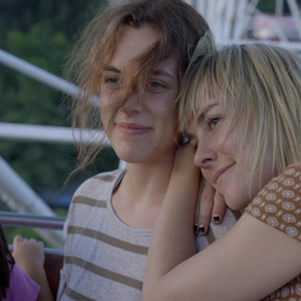 """Riley Keough and Jena Malone in """"Lovesong"""""""