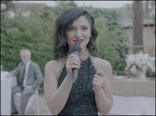 "Tara Grammy in ""Simple Wedding"""