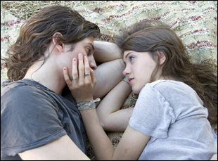 "Peter Vack and Natalia Dyer in ""I Believe in Unicorns"""