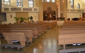 montagem-de-moveis-bancos-igrejas