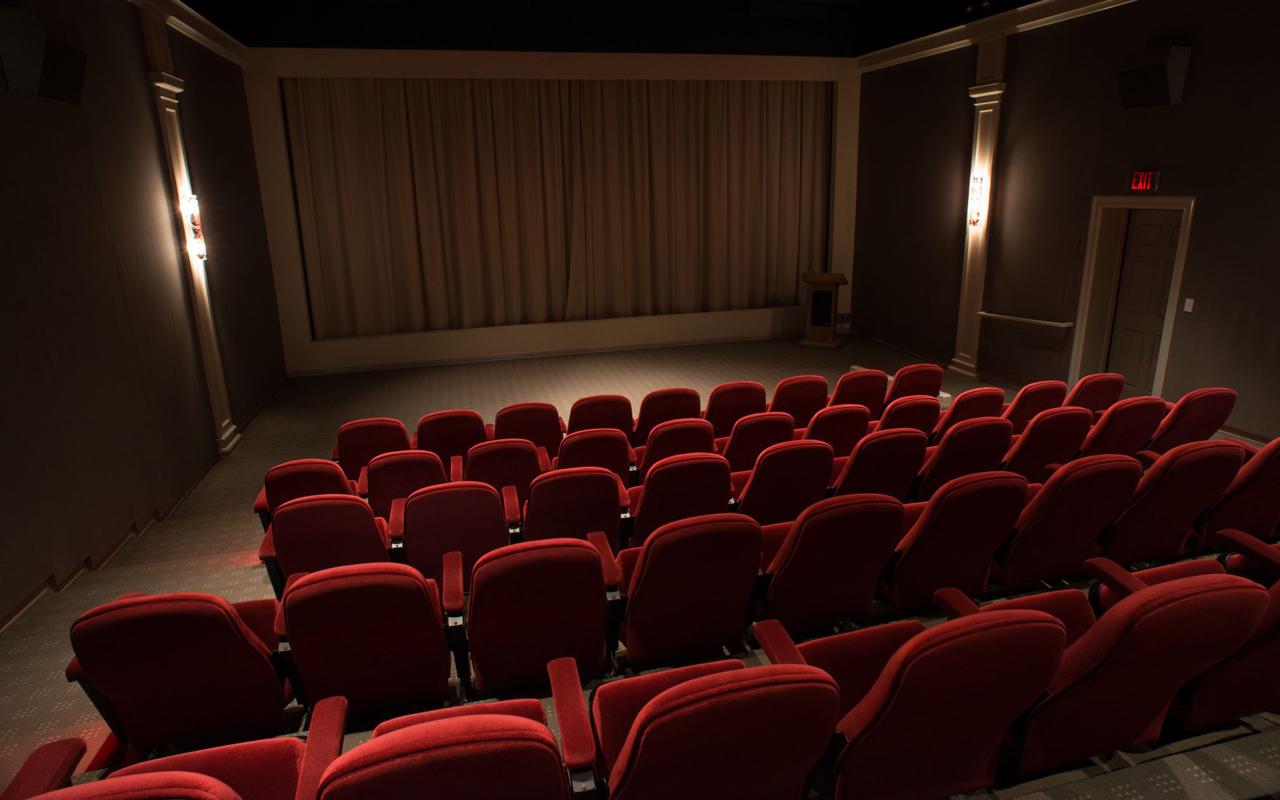 montagem-de poltronas-sala-de-cinema