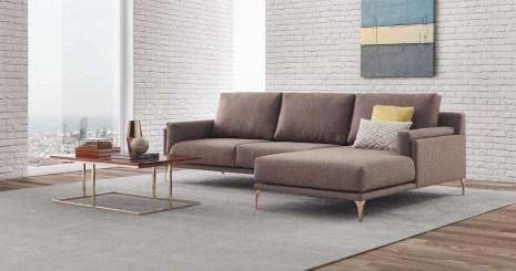 Sofá e mesa de centro com inox latonado