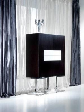 Móvel Bar em carvalho preto e lacado branco. Personalize o mesmo de acordo com o seu gosto e espaço.