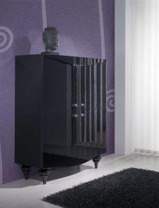 Móvel Bar em carvalho preto e lacado alto brilho. Personalize o mesmo de acordo com o seu gosto e espaço.