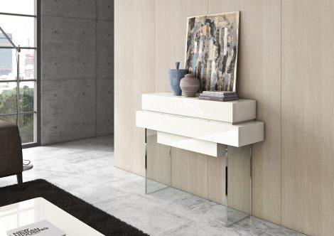 Consola em lacado alto brilho beje com pés em vidro. Peças de mobiliário que transformam os ambientes.