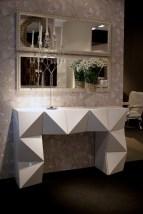 Consola em lacado alto brilho branco. Peças de mobiliário que transformam os ambientes.