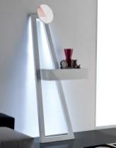 Consola em lacado alto brilho branco com iluminação LED. Peças de mobiliário que transformam os ambientes.
