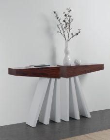 Consola em pau ferro e lacado branco. Peças de mobiliário que transformam os ambientes.