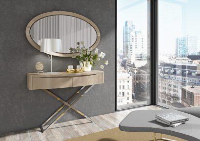 Consola em lacado alto brilho moka com pé em inox. Peças de mobiliário que transformam os ambientes.