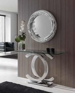 Consola com pé em cromado e tampo em vidro. Peças de mobiliário que transformam os ambientes.