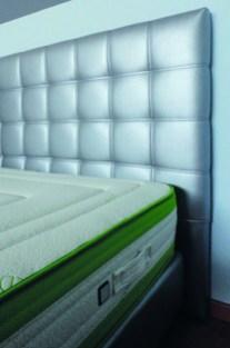 Cabeceira com pesponto duplo. Fabricamos cabeceiras de cama por medida.
