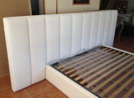 Cabeceira de Cama estofada as barras estofada em pele sintética. com estrutura estofada. Fabricamos camas estofadas por medida.