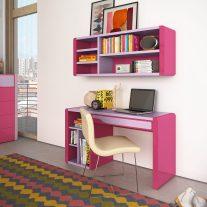 Secretária com alçado em lacado rosa e lilás. Personalizamos o nosso mobiliário, contacte-nos!